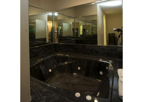 Redwood Suites - Houston, TX 77031