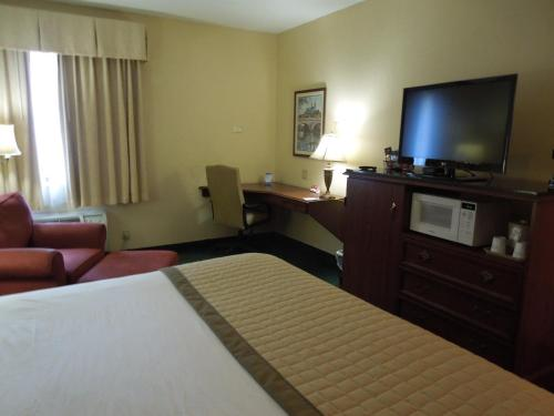 Baymont Inn And Suites Louisville Airport South - Louisville, KY 40213