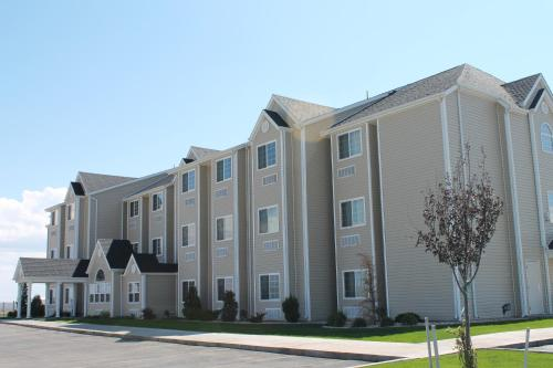Pronghorn Inn & Suites