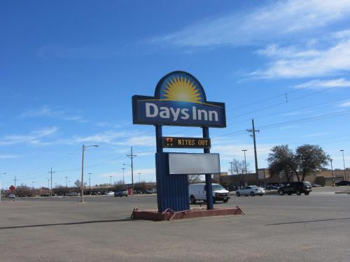 Days Inn Plainview In Plainview Tx Outdoor Pool Non Smoking Rooms