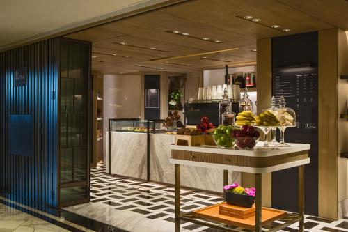 Renaissance Hong Kong Harbour View Hotel, A Marriott Luxury & Lifestyle Hotel photo 39
