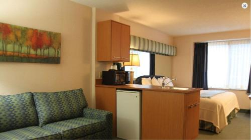 Brentwood Inn and Suites Photo