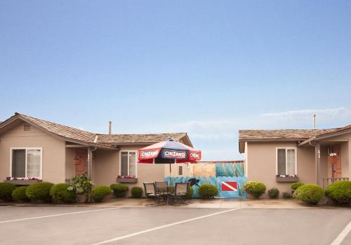 Lone Oak Lodge - Monterey, CA 93940