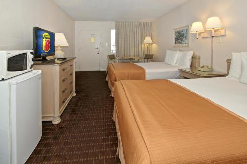 Super 8 Kissimmee Suites Photo