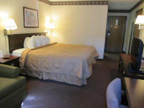 Econo Lodge Inn & Suites El Paso Photo
