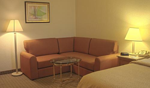 Quality Inn and Suites Indianapolis photo 11