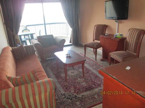Holiday Suites Hotel & Beach Resort Photo