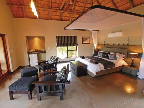 Raptor Retreat Game Lodge and Spa Photo