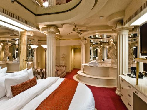 Fantasyland Hotel Photo