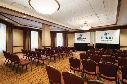 Hilton Chicago/Magnificent Mile Suites photo 18