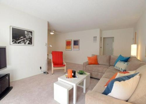 Beverly Center One Bedroom Apartment Los Angeles CA United States Overview