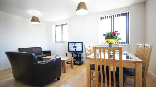 Stay at Crompton House Apartments