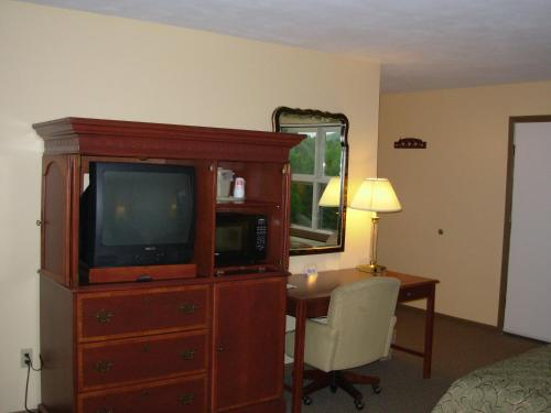 Red Carpet Inn On The Lake Oneonta Ny United States