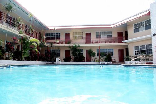 Beach and Town Motel - Hollywood, FL 33020