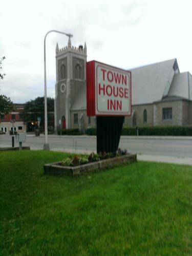 Town House Inn Photo
