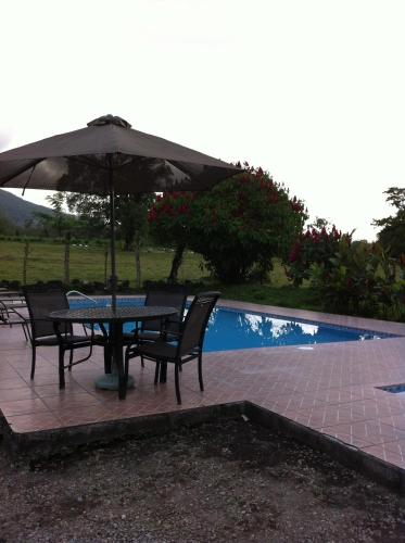 Hotel Villas Vista Arenal Photo