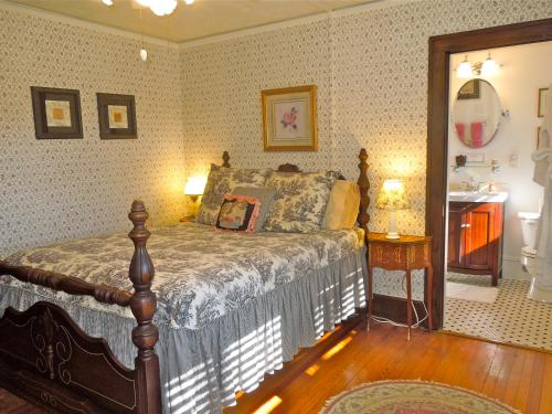 Oakland Cottage Bed and Breakfast Photo