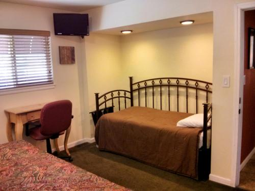 Charm Motel & Suites - Burney, CA 96013