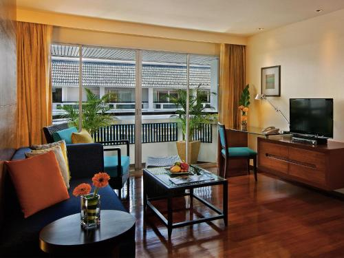 Swiss Advantage Pool View King or Twin Room