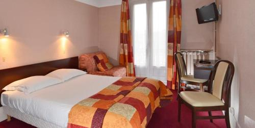 Отель Hôtel Du Roule 2*, Нёйи-сюр-Сен. Бронирование ...: http://www.tourister.ru/world/europe/france/city/neuilly-sur-seine/hotels/71266