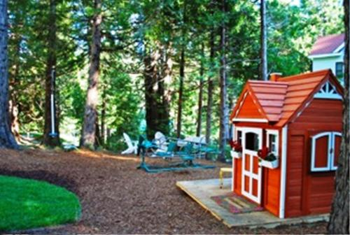 Tin lizzie inn vacation rental in fish camp ca free for Fish camp ca hotels