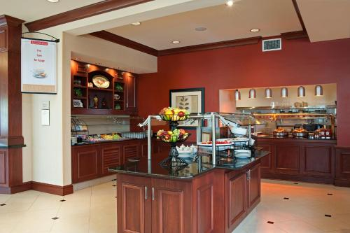 Hilton Garden Inn Indianapolis Airport Photo