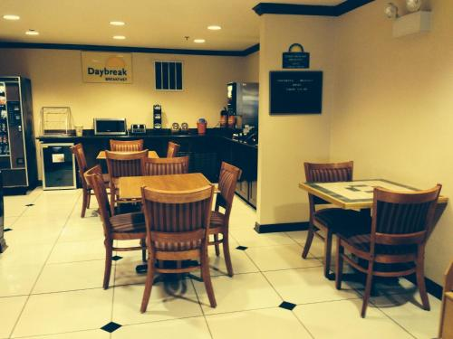 Days Inn Salisaw Photo
