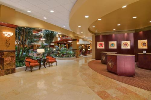 Embassy Suites Hampton Roads - Hotel, Spa and Convention Center Photo