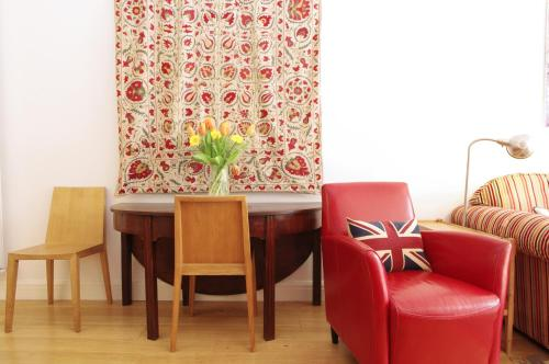 Ec1 bed and breakfast cheap hotel and guest house accommodation hotelimage malvernweather Choice Image