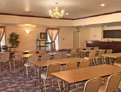 Days Inn & Suites Poteau Photo