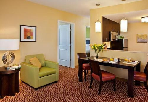 TownePlace Suites by Marriott Garden City Photo