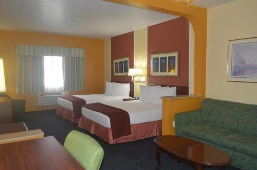 Howard Johnson Suites Central Photo