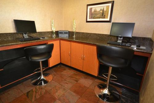 Best Western Plus Suites Hotel photo 5