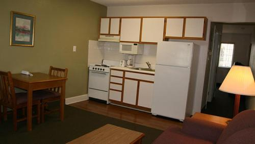 Affordable Suites Shelby Photo