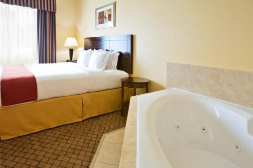 Holiday Inn Express Hotel & Suites New Boston Photo