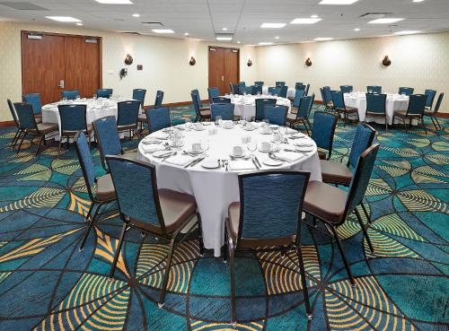 DoubleTree by Hilton Hotel & Conference Centre Regina Photo