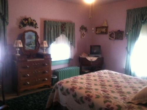 The Homespun Country Inn - Nappanee, IN 46550