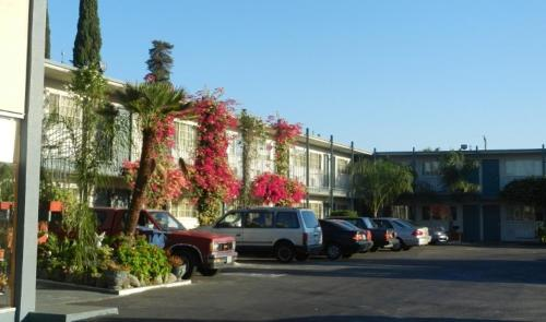 Antioch Executive Inn Photo