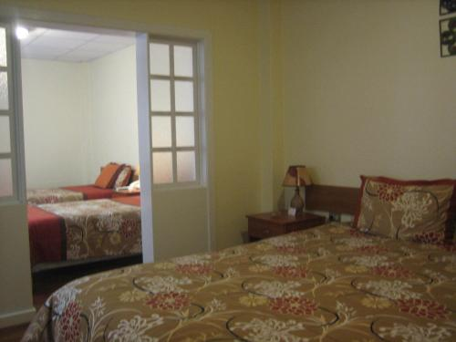 Hostal Mariscal Inn & Suites Photo