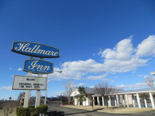 Hallmarc Inn Photo