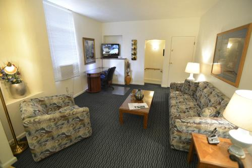 Friendship Suites Pittsburgh Photo