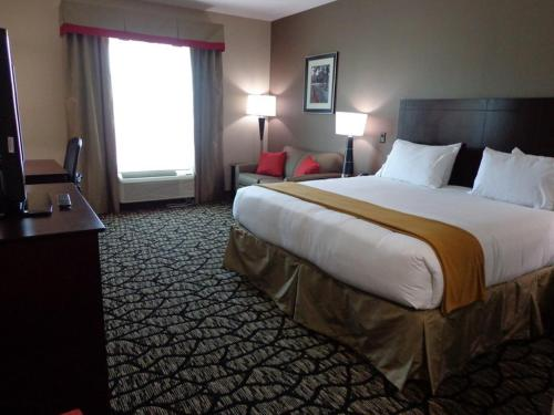 Holiday Inn Express and Suites Lubbock South Photo