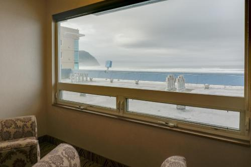 Shilo Inn Suites Seaside Oceanfront Photo