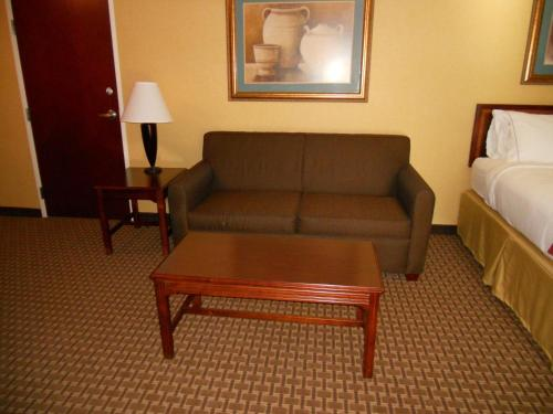 Holiday Inn Express and Suites Hazard Photo
