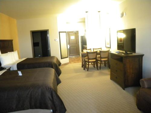 Teddy's Residential Suites Watford City Photo