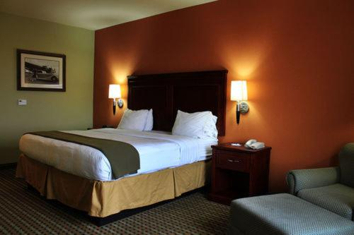 Holiday Inn Express Hotel & Suites Amarillo East Photo