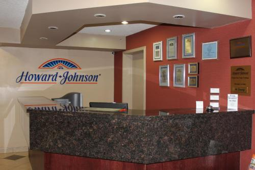 Howard Johnson Red Deer Photo