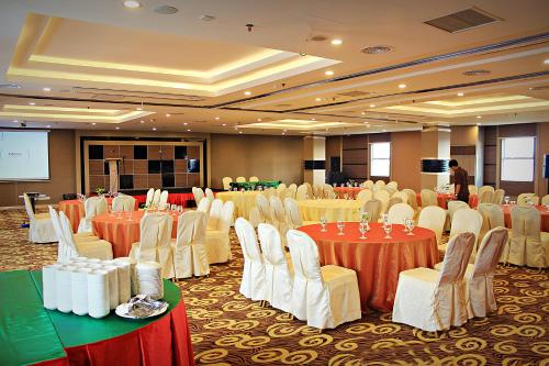 Biz Hotel Batam photo 9