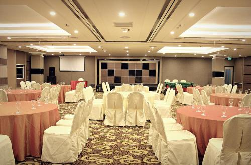 Biz Hotel Batam photo 10
