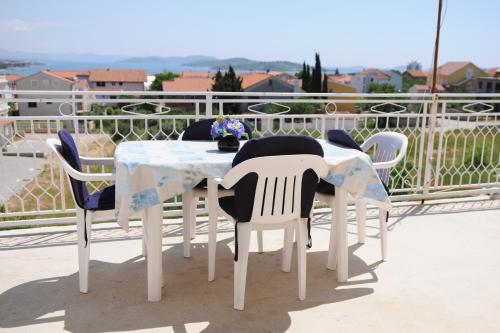 https://www.booking.com/hotel/hr/annas-apartments-cosy-and-comfortable.en.html?aid=1728672